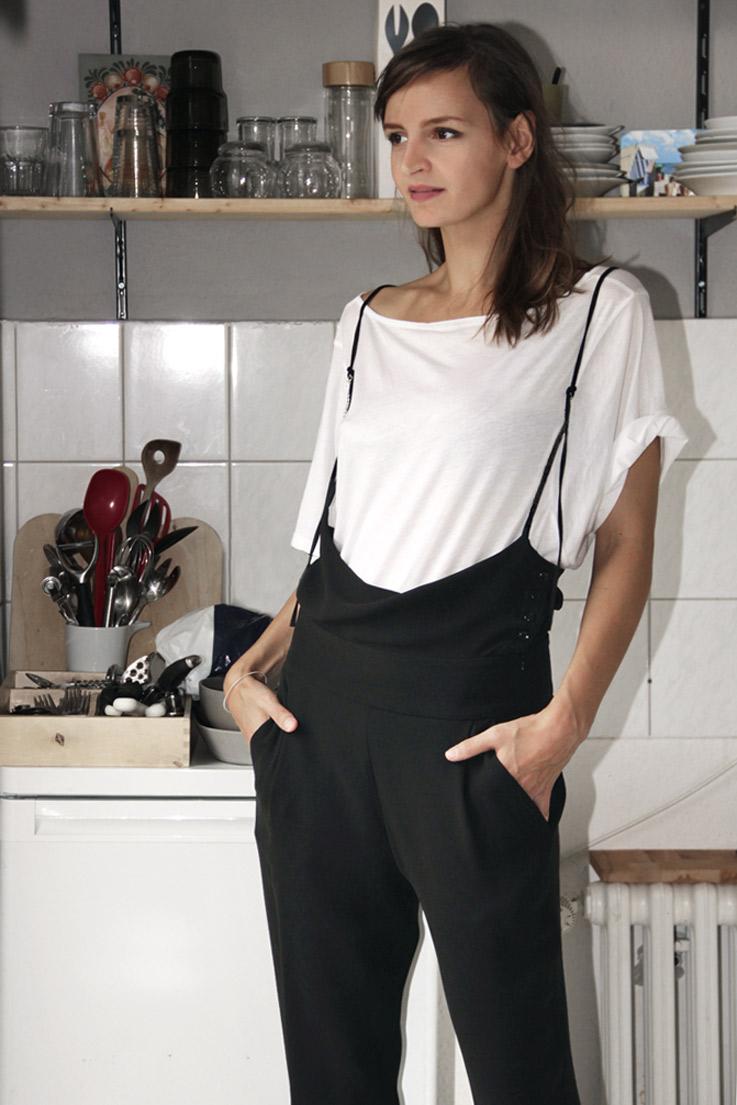 latzhose-aus-schwarzem-wollgeorgette-design-paula-immich