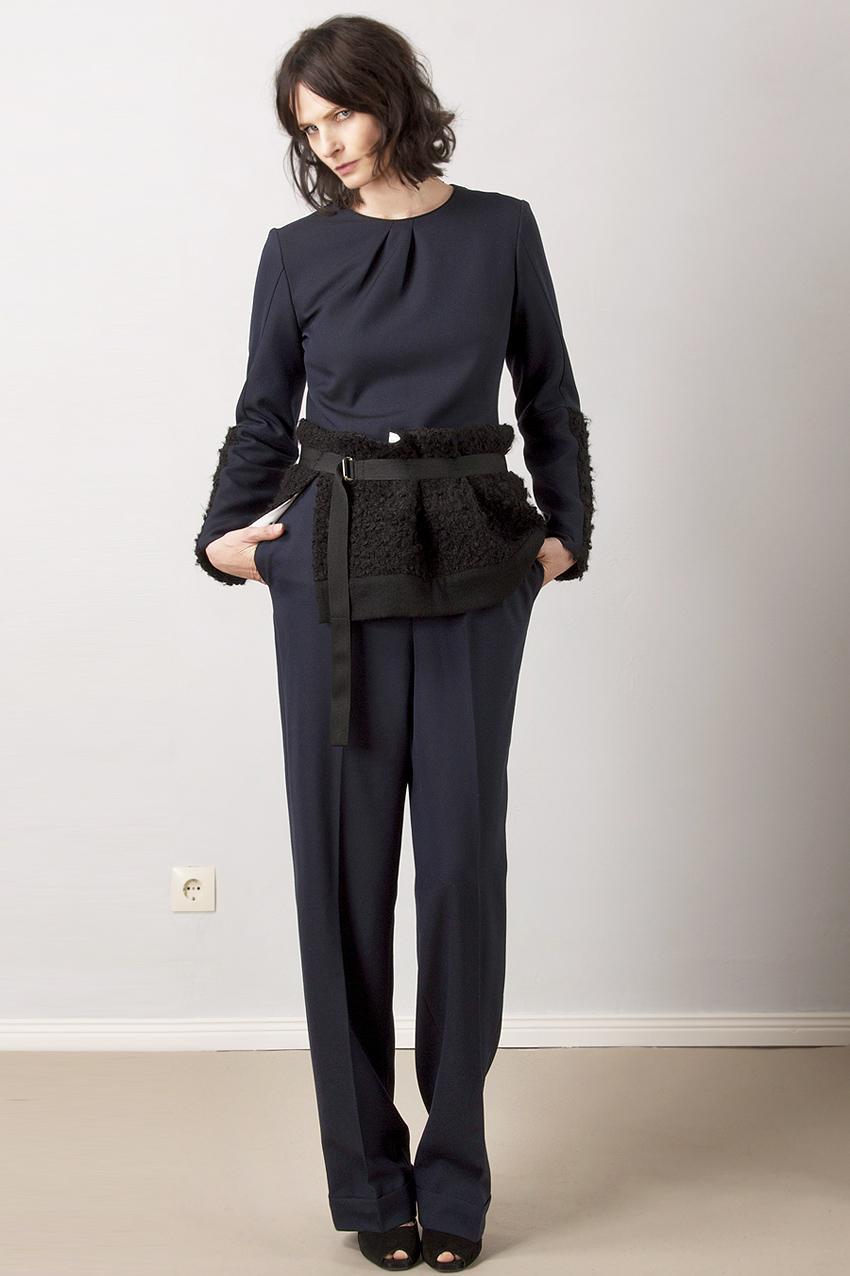 Overall aus Wolle mit breitem Gürtel aus Bouclé