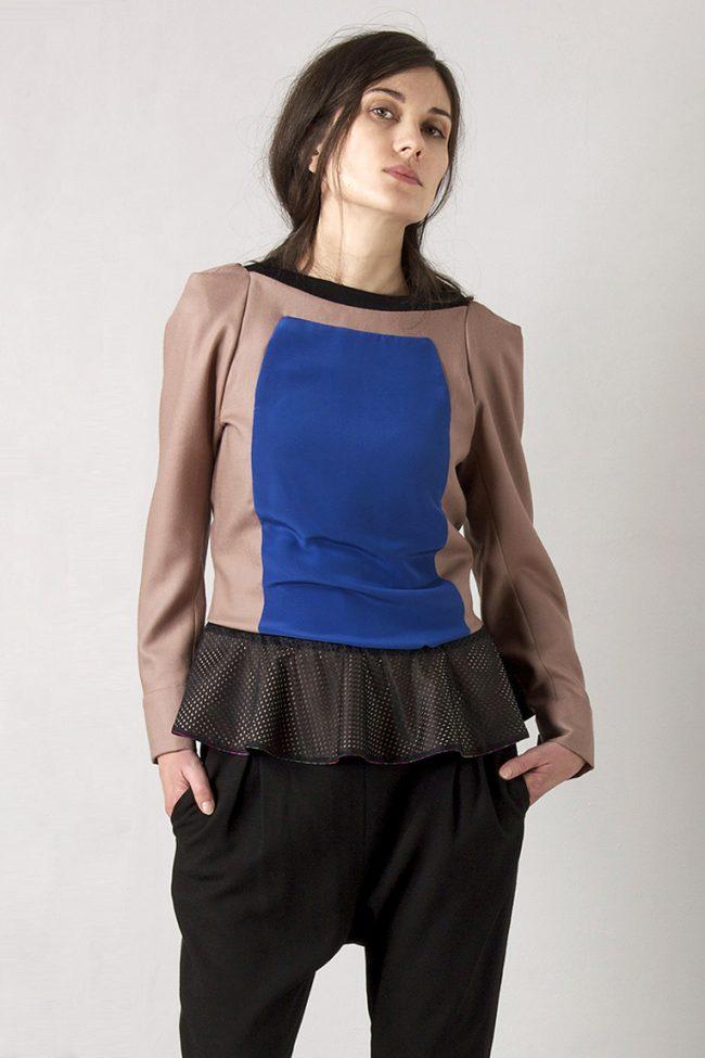 Bluse aus Wollflanell mit Einsatz aus blauer Seide