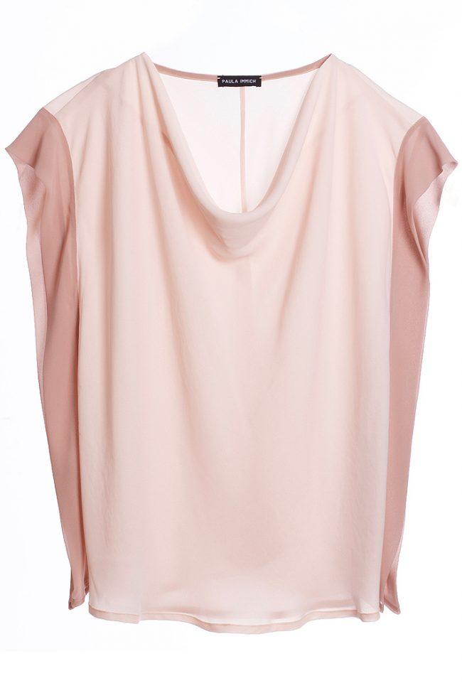 rosa-top-mit-wasserfallkragen-und-seitlicher-blende-in rosé-vorderansicht-by-paula-immich