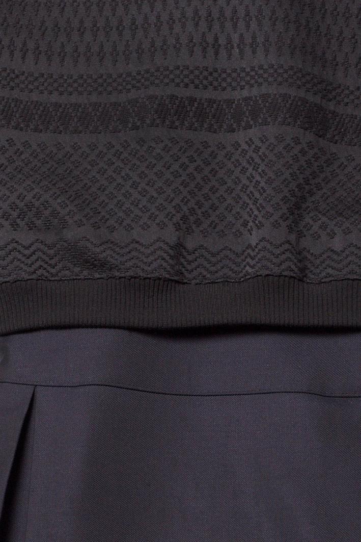 dunkelblaues-sweatshirt-kleid-mit-falten-by-paula-immich-material