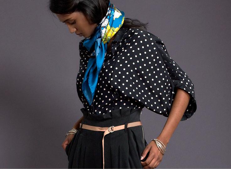 schwarze-bluse-mit-punkten-paula-immich