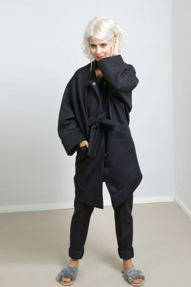paula-immich-claudia-hoffmann-lady-d-blouse-pyjama-pants-coat-anna-closed-front
