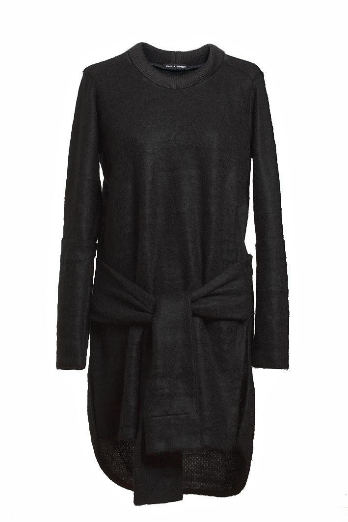 paula-immich-kleid-aus-schwarzem-mohair-strick-vorderansicht