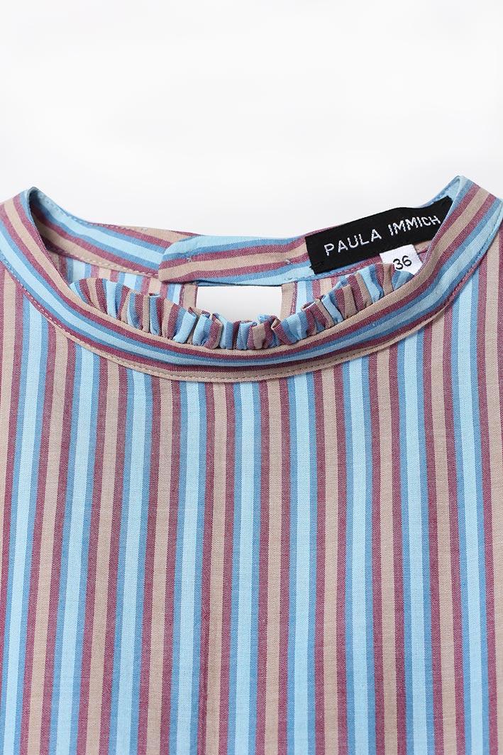 paula-immich-bluse-mit-stehkragen-und-rueschen-vorderansicht-detail