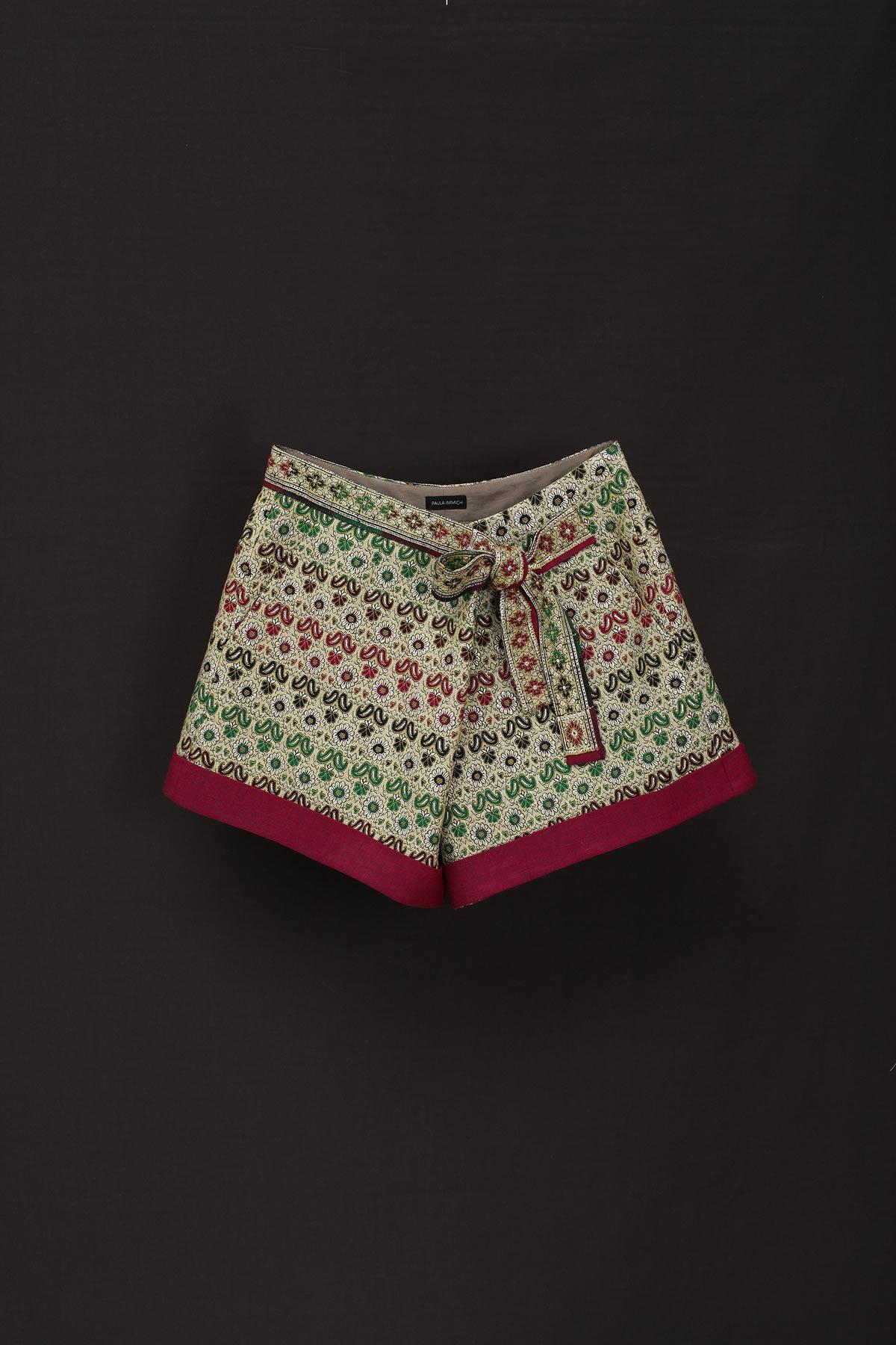 paula-immich-Shorts zum Wickeln aus indischem Sari-Tuch