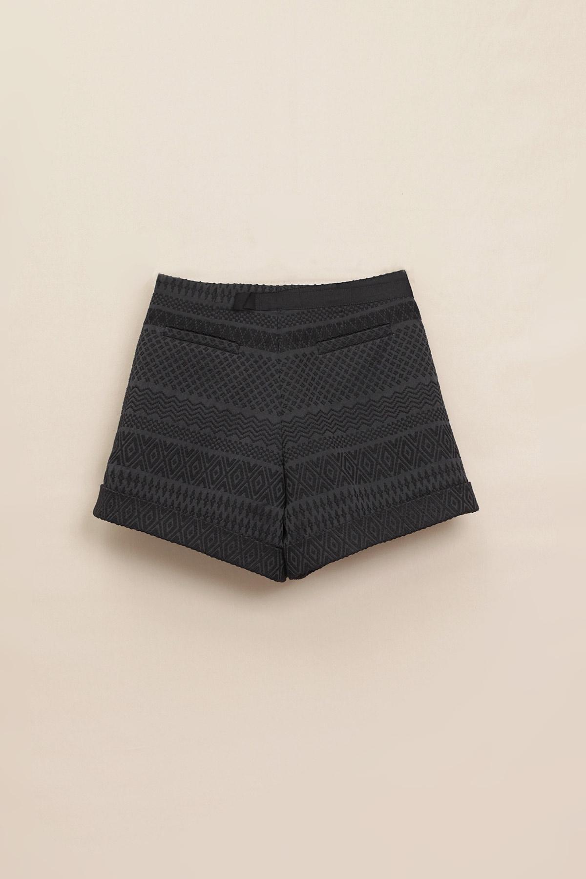 Paula Immich Shorts zum Wickeln aus Jacquardgewebe in schwarz